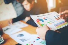 Équipe Doing Business de travail d'équipe comme unité de réunions de Team Corporate Images libres de droits