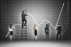 Équipe et graphique d'affaires sur le tableau Image stock
