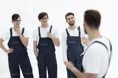Équipe gaie de moteurs responsables et de leur chef de sourire Image libre de droits