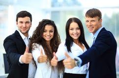 Équipe heureuse d'affaires avec des pouces Photographie stock