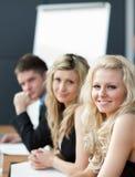 équipe heureuse d'affaires wotking ensemble Photo stock