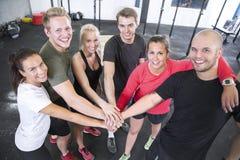 Équipe heureuse de séance d'entraînement de forme physique Photographie stock