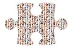 Équipe internationale d'affaires comme puzzle et solution photos stock