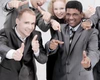Équipe internationale réussie d'affaires montrant des mains en avant Photographie stock libre de droits