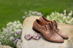 Équipe les chaussures classiques en cuir photographie stock