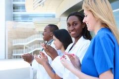 Équipe médicale attirante diverse Photos stock