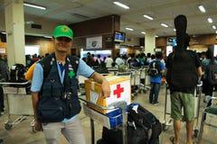 Équipe médicale de mouche de la Thaïlande de Bangkok vers Katmandou à l'admi Images stock