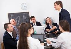 Équipe professionnelle d'affaires lors de la réunion Photos libres de droits