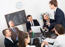 Équipe professionnelle d'affaires lors de la réunion Images libres de droits