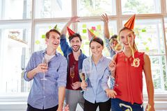Équipe réussie célébrant la base de démarrage du ` s Photo stock