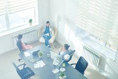 Équipe réussie d'affaires dans le bureau photos libres de droits