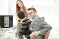 Équipe réussie d'affaires dans le lieu de travail dans le bureau Photographie stock libre de droits