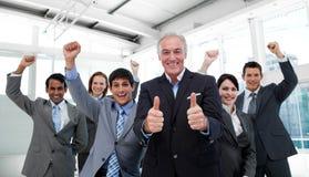 Équipe réussie d'affaires lors d'un contact Image libre de droits