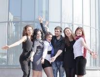 Équipe réussie d'affaires montrant leur succès Photos stock