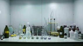 Équipement assorti de verrerie de Labaratory dans le laboratoire moderne