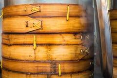 Équipement chinois Cooki de préparation de boulettes de Baozi de panier de vapeur Images libres de droits