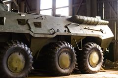 Équipement d'armée Le RPA dans le hangar photos stock