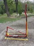 Équipement d'exercice en parc public Images stock