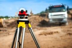 Équipement d'ingénierie d'arpenteur avec le théodolite Photo stock