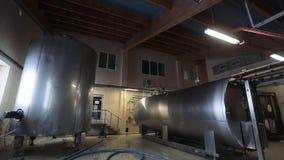 Équipement d'usine de lait Grandes cuves de stockage en acier de lait banque de vidéos