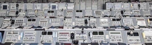 Équipement de Centre de contrôle de la mission des années 1960 d'Apollo sur l'affichage en Kennedy Spa Photographie stock