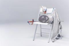 Équipement de clôture professionnel sur la chaise Image stock