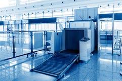 Équipement de criblage de bagages d'aéroport Photographie stock libre de droits