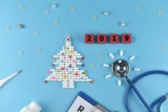 Équipement de docteur pendant Noël et de nouvelles années de thème 2019 photo libre de droits