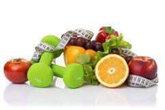 Équipement de forme physique et nourriture saine Images stock
