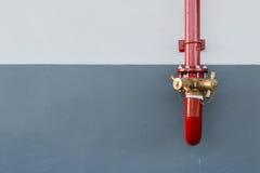 Équipement de lutte contre l'incendie sur le camion de pompiers rouge Bouche d'incendie de l'eau Photo libre de droits