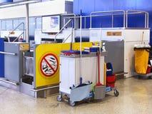 Équipement de nettoyage d'aéroport Photographie stock libre de droits