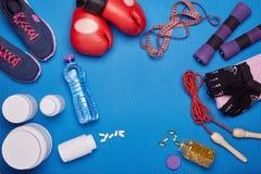 Équipement de nutrition et de forme physique de sports Photos stock