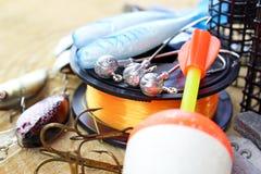 Équipement de pêche sur en bois Photos libres de droits