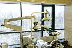 Équipement de photo dans le bureau dentaire Traitement et prosth?tique des dents images stock