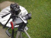 Équipement de photographe sur des trépieds images stock
