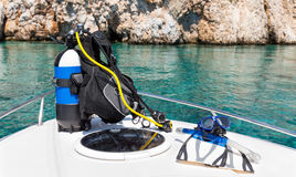 Équipement de plongée à l'air sur un bateau Images libres de droits