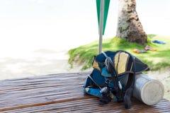 Équipement de plongée sur le rivage photo stock