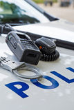 Équipement de police sur une voiture de police Photo stock