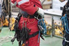 Équipement de port d'accès de corde d'homme d'inspecteur images libres de droits