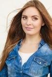 Équipement de port de jeans de fille images libres de droits