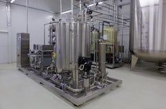 Équipement de purification d'eau sur l'usine de Solopharm photographie stock libre de droits