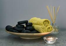 Équipement de station thermale pour le massage en pierre photographie stock libre de droits