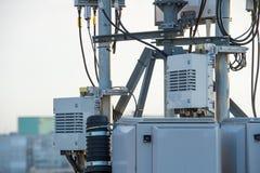 Équipement de télécommunication sans fil au-dessus du ciel Photo libre de droits