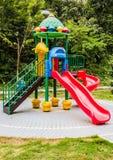 Équipement de terrain de jeu en parc Image libre de droits