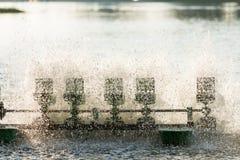 Équipement de traitement de l'eau, turbines de l'eau avec les palettes en plastique Photos stock