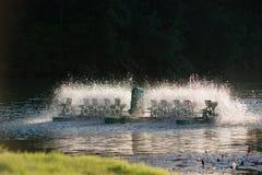 Équipement de traitement de l'eau, turbines de l'eau avec les palettes en plastique Image libre de droits