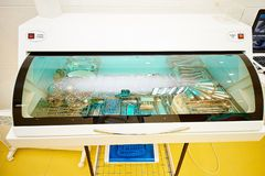 Équipement dentaire, art dentaire, dispositifs médicaux pour le traitement et restauration des dents photographie stock libre de droits