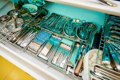 Équipement dentaire, art dentaire, dispositifs médicaux pour le traitement et restauration des dents photo stock