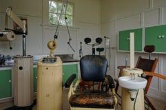 Équipement dentaire du siècle dernier images stock