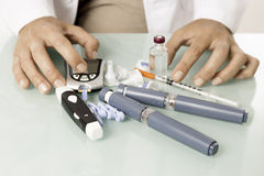 Équipement diabétique sur un bureau Image stock